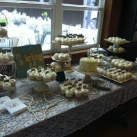 Wedding Cupcakes With A White Chocolate Cake For Them To Cut This was so much fun