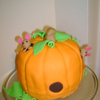 Pumpkin With Mice   I have seen this cake many times and couldn't wait to make it.