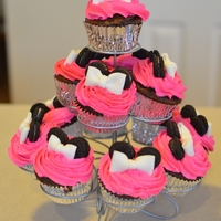 Minnie Mouse Cupcakes Cupcakes to go with our minnie mouse birthday cake
