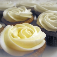Romantic Rose Cupcakes   Spicecake with cream cheese icing.