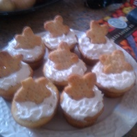 Lemon Meringue Cupcakes Vanilla cupcake with Lemon Meringue filling, vanilla meringue frosting and pie crust star on top