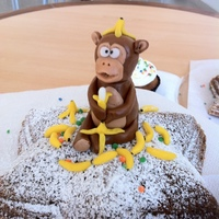 Fondant Monkey Banana Bread First contribution here, I made this cake for a friend of mine, we celebrated her birthday at office, she liked it very much!!. Greetings...