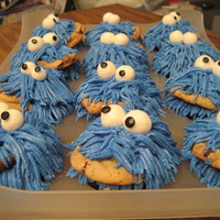 Chocolate Chip Cookie Dough Cupcakes That Look Like Cookie Monster Num Num Num Chocolate Chip Cookie Dough cupcakes that look like Cookie Monster. num num num!