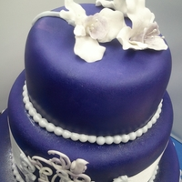 Purple Majesty-2 Detail of the wedding cake (top layer).