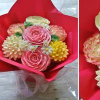 Cupcake Bouquet 7 cupcakes decorated like flowers! With edible leaves and daisies, arranged in a vase pot makes a perfect gift as a change from a bunch of...