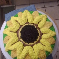 Sunflower fench vanillia cake. vanilla pudding. Freinds birthday cake she wanted a sunflower. She love's sunflowers