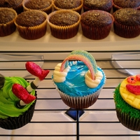 Wizard Of Oz Cupcakes Cupcakes decorated with a Wizard of Oz/Wicked theme. With the exception of the rainbow (which is candy) the other decorations are made from...