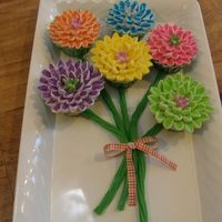 Magnificent Mums Mum flower cupcakes made with marshmallows
