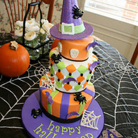 Halloween Cake Fondant with modeling chocolate, gumpaste and candy melt accents. Tfl!