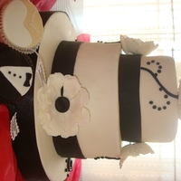 Black And White Wedding Cake And Cup Cakes