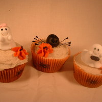 Halloween Cupcakes  Pumpkin Pie cupcakes- recipe from CC member (sorry cannot remember name right now). Fondant ghosts and spiders with fondant accents. The...