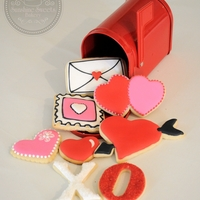 You've Got Mail! Sweet way to gift a loved one. I used this red mailbox found at the dollar bin at Target and filled it with decorated sugar cookies! Hope...