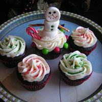 Snow Man Cupcakes Dark chocolate cupcakes with vanilla buttercream and marshmallow snowman
