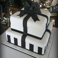 Black & White Tiffany Wedding Cake To find out my recipe and the full instructions visit my blog page http://cutesweetthings.wordpress.com/2012/08/07/black-white-tiffany-...