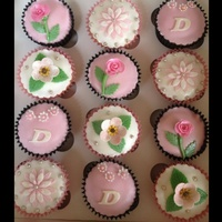 Pinkwhite Flower Cup Cakes   Pink/white flower cup cakes