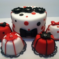 "1344446596.jpg Black Red and White Miniature Wedding with 6"" Center cake"