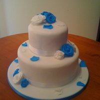 Blue & White Rose Wedding Cake! Blue & White Rose Wedding cake!