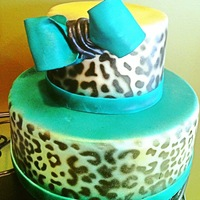 Air Brush Leopard Print On Fondant With A Teal Color Bow Air brush leopard print on fondant with a teal color bow