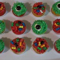 Monster Eye Cupcakes I made these cupcakes for my daughters class...