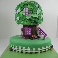 Berenstain Bears Treehouse  5 inch cakes for the tree top, 3 inch cakes for the trunk and a 9 inch oval base. Mom had some bear figures to place on the cake. Leaves...