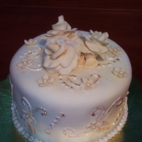 Anniversary Creamcheese cake with almond syrop frosted with buttercream covered with fondant and gumpaste roses.