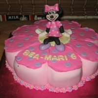 Mini Mouse Vanilla cake with 3D mini mouse on it