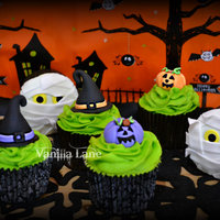 Boooooo-Tiful Cupcakes I am a bit late posting but these are some Halloween cupcakes I taught at the local community centre in my town. It was just a beginner...