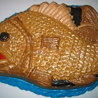 Fish Cake Used the petal technique for the scales but softened the frosting a bit so the scales weren't so rigid.