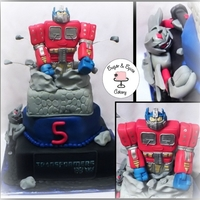 Transformer Cake Optimus Prime & Megatron.