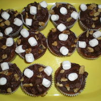Rocky Road Cupcakes Playing around with some new ideas. These are rocky road cupcakes.