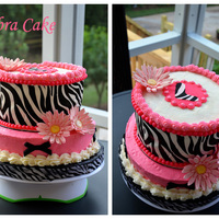 Zebra Print Cake With Hot Pink Accents Made for a 15 year old girl that loves zebra print and pink. TFL!