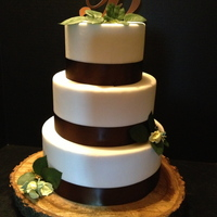 Simple Rustic Wedding Cake I Love Anything I Can Put On A Tree Slice Simple rustic wedding cake. I love anything I can put on a tree slice :)