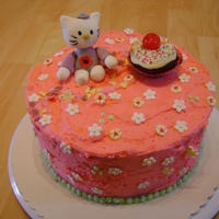 Hello Kitty Chocolate cake with fondant decoration and white chocolate- creamcheese frosting. A birthday cake f?r a little girl.