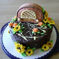 Retro Radio Birthdaycake Oreo-Cake with sunflower and bc- rose decoration.