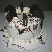 Oreo Cake 6in chocolate cake with buttercream frosting, chocolate gnache and topped with oreos!