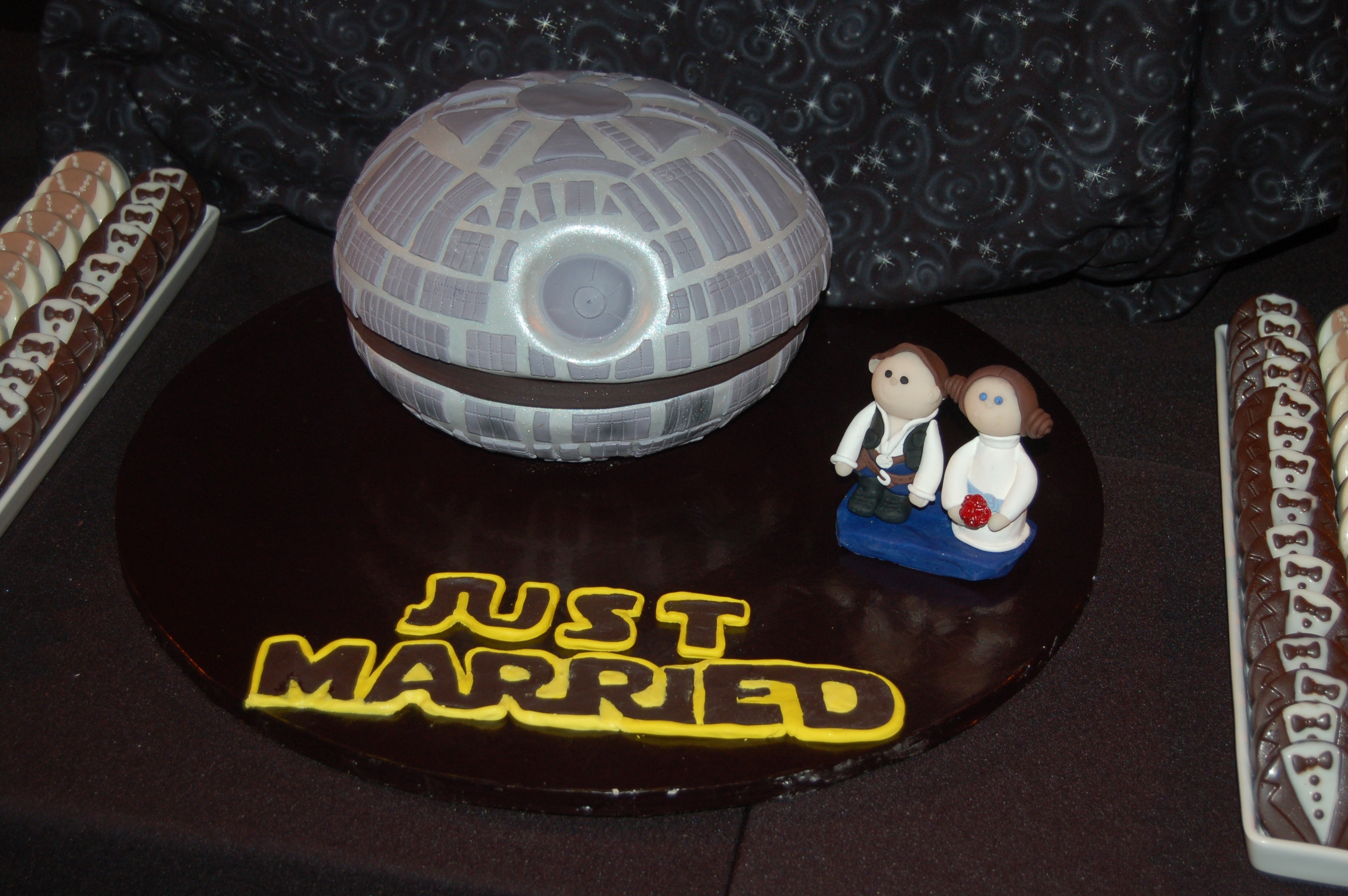 Star Wars Grooms Cake The Toppers Were Sculpted To Resemble Han Solo And Princess Leia Star Wars Groom's Cake! The toppers were sculpted to resemble Han Solo and Princess Leia