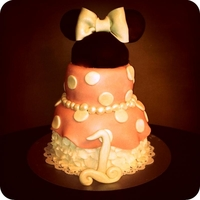 Minnie Mouse Dress Cake Saw a cake similar to this a while back but can remember if it was on CC or another site. Was different colors and slightly different...