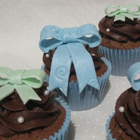 Bow Topped Cupcakes