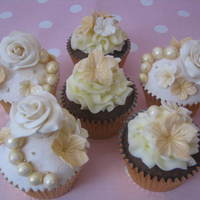 Cream And Gold Vintage Roses And Lace Cupcakes All Handmade And Edible Decorations Cream and Gold Vintage Roses and Lace Cupcakes. All handmade and edible decorations.