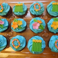 Tropical Luau Cupcakes Tropical theme bridal shower cupcakes.