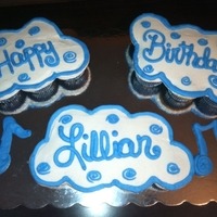 Pull Apart Cupcakes Made these for my sister. Her favorite color is royal blue and she loves to sing.