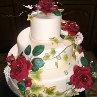 Wedding Cake red roses and pearls