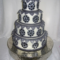 Brooch Silver And Black Wedding Cake Oakville Ontario By Cakes2Go.ca Brooch Silver and Black Wedding Oakville Ontario by cakes2go.ca