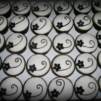 Black And White Cake And Cupcakes