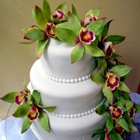 Green Cymbidium Orchid (With Video Tutorial) Green cymbidium orchid wedding cake, I have uploaded a video tutorial on how to make the orchids, using very basic tools.It´s my...
