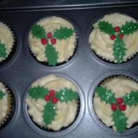 1322334228.jpg Christmas cupcakes made for the church