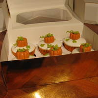 Pumpkin Cupcakes Mini version of my larger Halloween Cake in cupcake form!