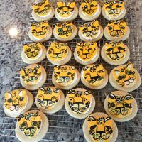 Lincoln Leopards! Our elementary school was having a bake sale recently. The school mascot is the star of these fun-to-create cookies. TFL!