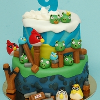 "Angry Birds Birthday Cake   this cake is based on ""Bella Cupcakes"" Angry Birds cake :)"