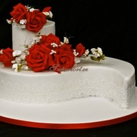 Never Our Of Style Classy Red And White Wedding Cake Never our of style - classy red and white wedding cake